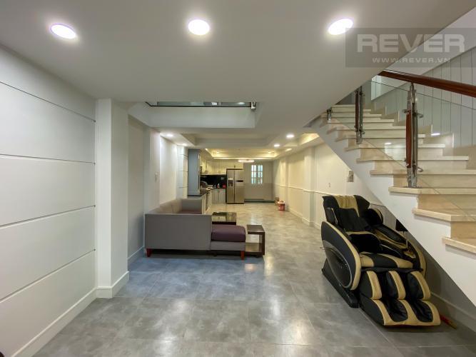 Bán hoặc cho thuê nhà nguyên căn mặt tiền đường Vĩnh Hội, Quận 4, diện tích đất 81m2, đầy đủ nội thất, sổ hồng chính chủ