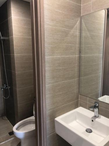 Phòng tắm căn hộ Vinhomes Grand Park Căn hộ tầng cao Vinhomes Grand Park nội thất cơ bản, view sông.