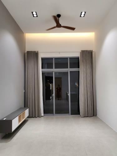 Phòng khách căn hộ Palm Heights, Quận 2 Căn hộ tầng trệt Palm Heights đầy đủ nội thất, 2 phòng ngủ.