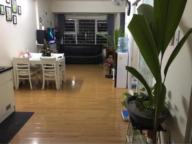 Căn hộ Flora Fuji tầng trung, view nội khu, đầy đủ nội thất.