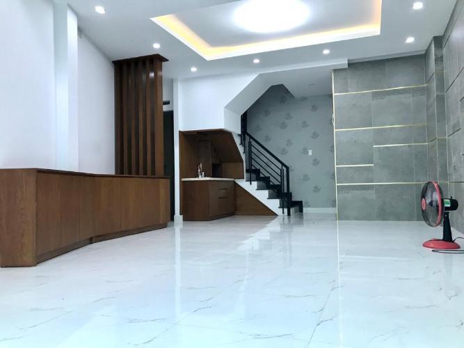 Bán nhà mặt tiền quận Bình Thạnh, đầy đủ nội thất, thiết kế hiện đại.
