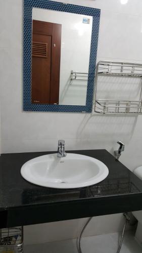 Nhà vệ sinh Hoàng Anh Thanh Bình Căn hộ Hoàng Anh Thanh Bình tầng thấp, nội thất cơ bản
