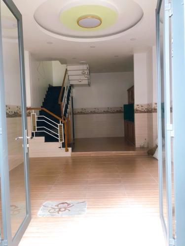 Phòng khách nhà phố Bình Tân Nhà phố diện tích đất 4mx8m nằm trong hẻm xe hơi, hướng Tây Bắc.