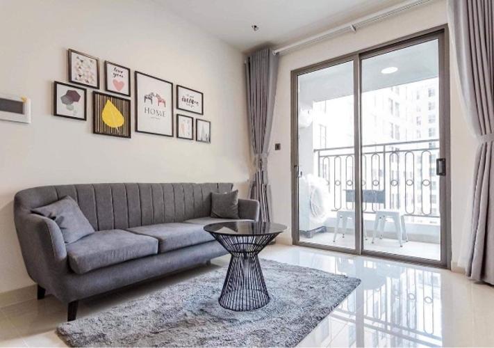 Phòng khách căn hộ Saigon Royal Căn hộ Saigon Royal đầy đủ nội thất, view nội khu hồ bơi.
