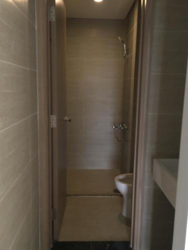 Toilet Vinhomes Grand Park Quận 9 Căn hộ Vinhomes Grand Park tầng trung, không nội thất, thoáng mát.
