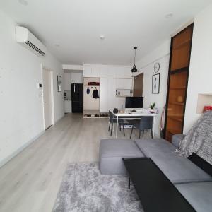 Bán căn hộ Masteri Millennium 2PN, đầy đủ nội thất, ban công Tây Nam