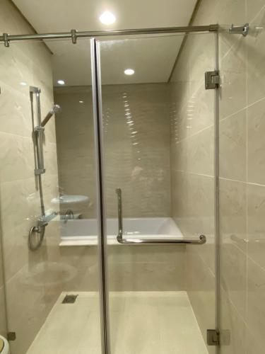 Phòng tắm căn hộ Feliz en Vista  Căn hộ Duplex Feliz En Vista tầng cao view thành phố