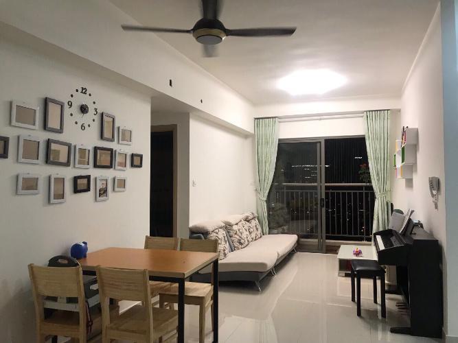Phòng khách căn hộ The Sun Avenue Căn hộ The Sun Avenue tầng trung, view sông và hồ bơi.
