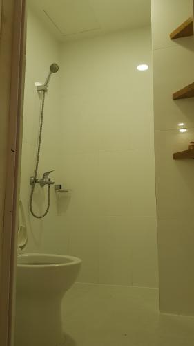 Toilet căn hộ HOMYLAND 2 Bán căn hộ 2 phòng ngủ Homyland 2, tầng 12, diện tích 69m2, đầy đủ nội thất