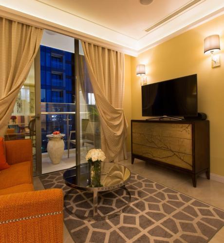 Phòng khách căn hộ Vinhomes Golden River Căn hộ Vinhomes Golden River tháp The Aqua 3, đầy đủ nội thất cao cấp