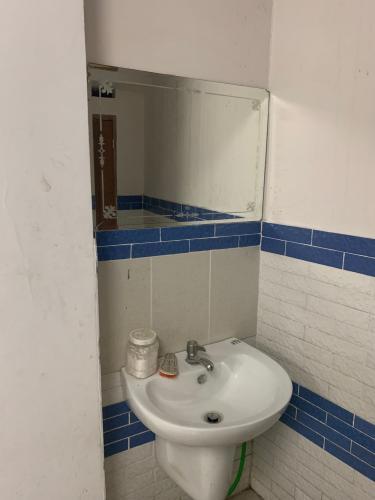 Toilet nhà số 7 đường 61, p.phước long B, Quận 9  Cho thuê nhà nguyên căn mặt tiền đường 61, Phước Long B, Quận 9, cách Xa lộ Hà Nội khoảng 400m