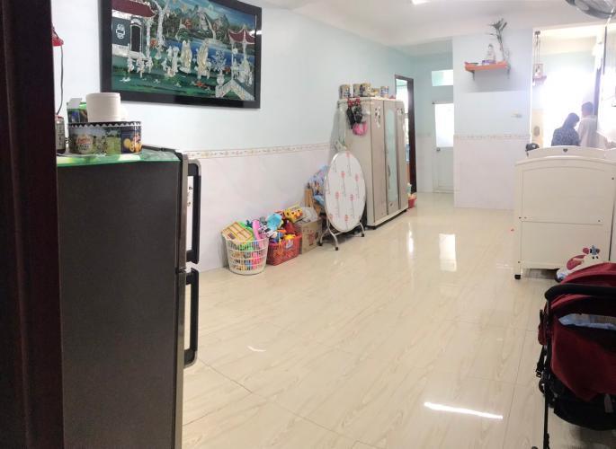 Căn hộ chung cư Bình Phú 1 tầng trung, ban công hướng Nam thoáng mát.