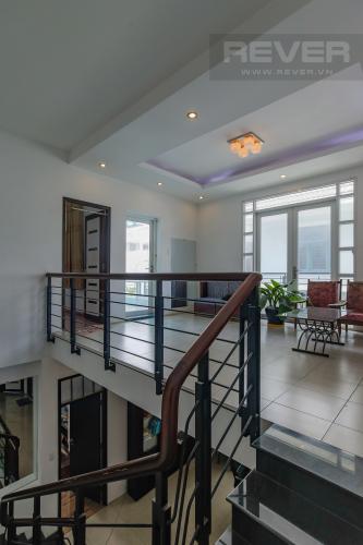 Cầu Thang Cho thuê nhà phố KDC Khang An - Phú Hữu Q.9, 3 tầng, 5 phòng ngủ, đầy đủ nội thất, diện tích 168m2