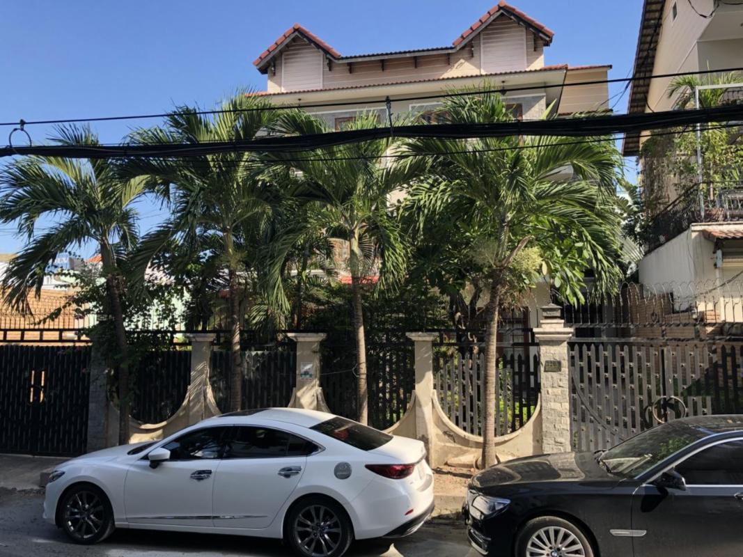 979833e0d68030de6991 Bán biệt thự 8PN đường Nguyễn Văn Linh Q7, diện tích đất 493m2, đầy đủ nội thất, thiết kế sang trọng