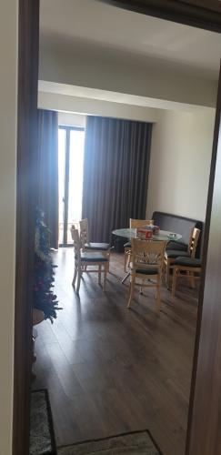 Phòng khách Mizuki Park, Bình Chánh Căn hộ Mizuki Park tầng trung, ban công hướng Tây Bắc thoáng mát.