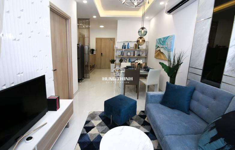 Nội thất phòng khách Căn hộ Q7 Saigon Riverside nội thất cơ bản nhìn ra đường phố.