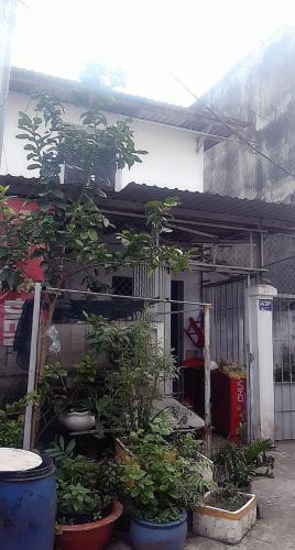 Nhà phố hẻm Đình Phong Phú 129.5m2, sân trước rộng rãi.