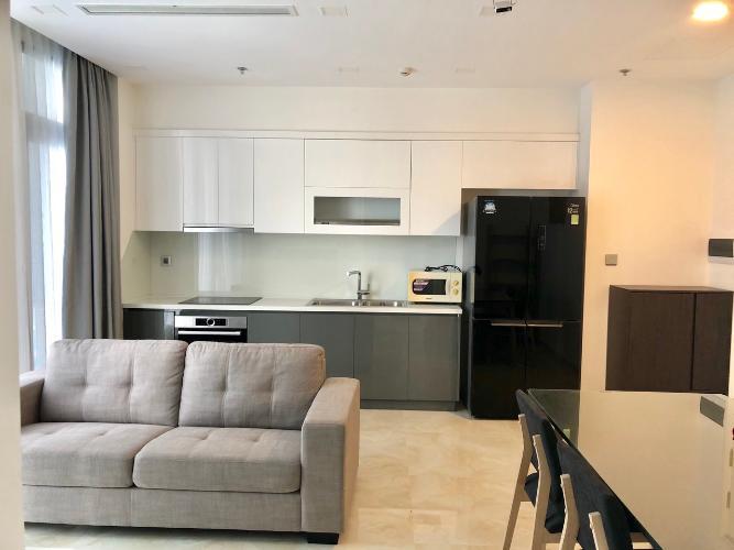 Phòng khách Vinhomes Golden River, Quận 1 Căn hộ Vinhomes Golden River hướng Tây Nam, nội thất đầy đủ.