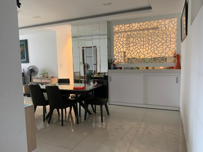 Không gian căn hộ Sky Center, Tân Bình Căn hộ Sky Center tầng thấp ban công hướng Đông, đầy đủ nội thất.
