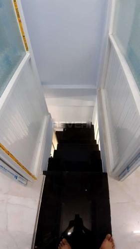 Cầu thang nhà phố Phạm Thế Hiển, quận 8 Nhà phố có sổ hồng riêng, bàn giao ngay, view hướng Bắc.
