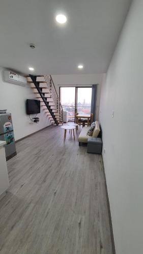 Cho thuê căn hộ officetel Masteri Millennium, block B, diện tích 32m2, có tầng lửng rộng rãi