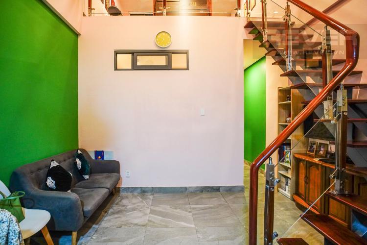 Phòng Khách Bán hoặc cho thuê căn hộ Lý Văn Phức Quận 1, diện tích 40m2, đầy đủ nội thất, hướng Đông Nam