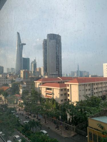 Bán officetel Saigon Royal tầng thấp, tháp B, diện tích 50m2 - 1 phòng ngủ, không có nội thất