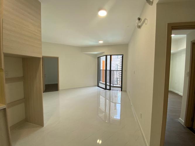 Phòng khách căn hộ Safari Khang Điền Căn hộ view hồ bơi Safira Khang Điền tầng thấp, diện tích 63m2.