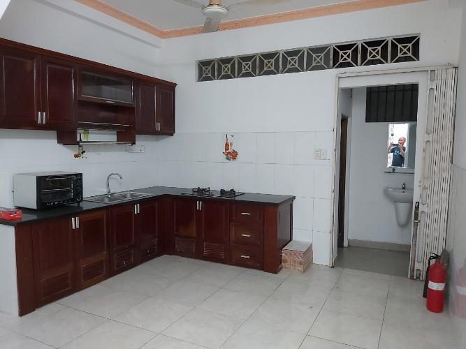 Phòng bếp nhà phố đường Huỳnh Tấn Phát, Quận 7 Nhà phố hướng Tây Bắc diện tích 4mx16m, hẻm xe hơi.