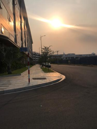 Đường lớn dự án Lakeview Thủ Thiêm Bán căn hộ Thủ Thiêm Lakeview 2, diện tích 70.39 m2, 2PN, bàn giao thô, hướng ban công Đông Bắc