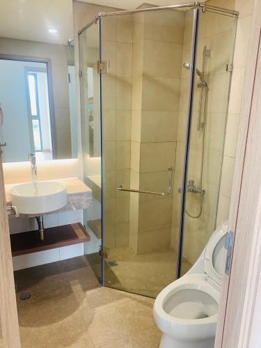 phòng tắm Căn hộ Urban Hill Căn hộ Urban Hill phòng khách có 2 mặt cửa kính đón sáng tự nhiên.