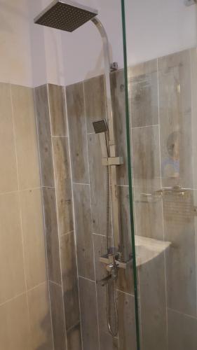 Phòng tắm nhà phố Quận 12 Nhà phố hướng Đông Bắc 2 mặt hẻm diện tích 222m2, khu dân cư yên tĩnh.