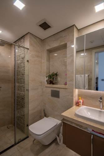 Phòng tắm Vinhomes Golden River, Quận 1 Căn hộ Vinhomes Golden River tầng cao, hướng Đông Bắc.