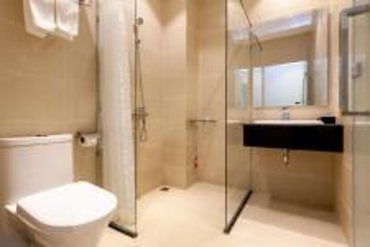 Toilet Căn Hộ Dịch Vụ Quận 10 Cho thuê Căn hộ Dịch vụ tại quận 10, diện tích 35m2 - 1 phòng ngủ, đầy đủ nội thất