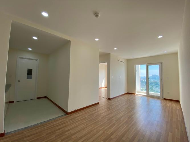 Căn hộ Diamond Riverside view tầng cao thoáng mát, nội thất cơ bản.