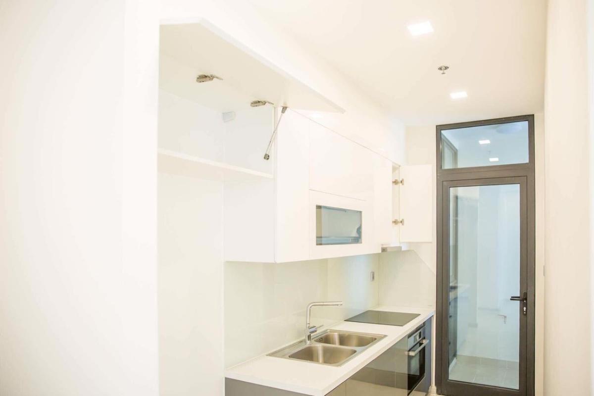 Bếp Bán hoặc cho thuê căn hộ Vinhomes Golden River 2PN, tháp The Aqua 2, diện tích 68m2, đầy đủ nội thất cao cấp, view Bitexco