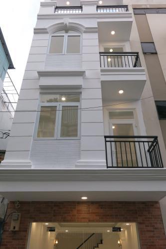 Bán nhà phố đường 30, Quận 4, diện tích đất 36m2, diện tích sàn 130.4m2, kết cấu có 3 tầng (3 phòng ngủ, 3 phòng tắm), sổ hồng chính chủ.
