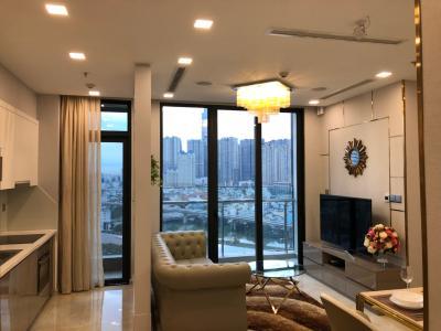 Bán căn hộ Vinhomes Golden River 2PN, tầng thấp, đầy đủ nội thất, view Landmark 81