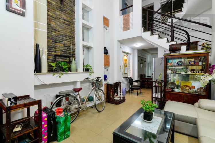 Phòng Khách Cho thuê nhà phố hẻm Nguyễn Thiện Thuật, 2 tầng, 5 phòng ngủ, cách Ngã 6 Lý Thái Tổ 700m