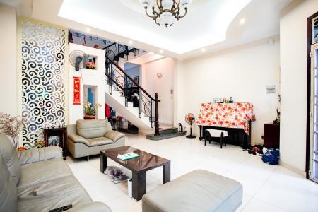 Bán nhà phố 2 tầng, đường 73, phường Tân Quy Q.7, diện tích đất 135m2, đầy đủ nội thất, cách Lotte Mart 500m