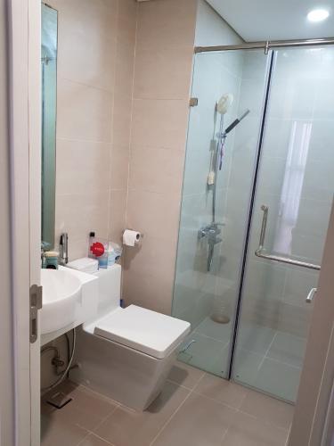 Toilet Masteri Millennium Quận 4 Căn hộ tầng cao Masteri Millennium nội thất sang trọng, view Q7.