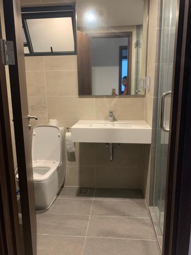 Toilet One Verandah Quận 2 Căn hộ One Verandah 2 phòng ngủ, view thành phố lung linh về đêm