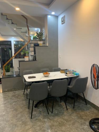 Phòng bếp nhà phố Nhà phố Quận 4 hướng Nam gồm 1 trệt 1 lầu, diện tích đất 49m2.