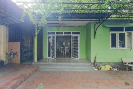 Cho thuê mặt bằng rộng, có nhà hiện hữu, nằm tại mặt tiền đường quận Thủ Đức