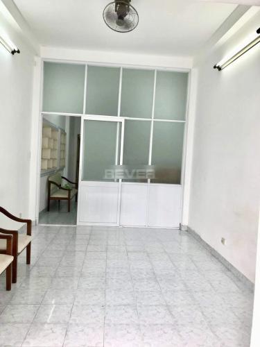 Phòng khách nhà Bình Thạnh Nhà phố hẻm xe hơi khu dân cư an ninh tri thức, hướng Đông.
