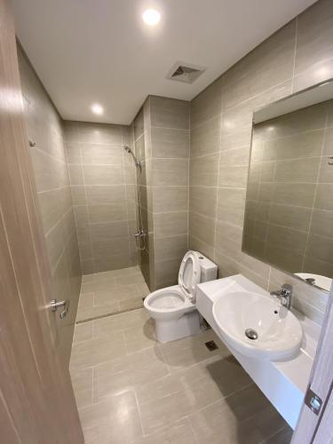 Toilet Vinhomes Grand Park Quận 9 Căn hộ Vinhomes Grand Park tầng cao, view nội khu và thành phố.