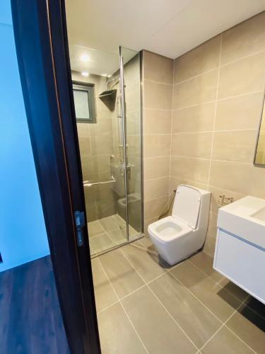 Phòng tắm căn hộ One Verandah, Quận 2 Căn hộ One Verandah tầng 12 view thành phố, view sông thoáng mát.