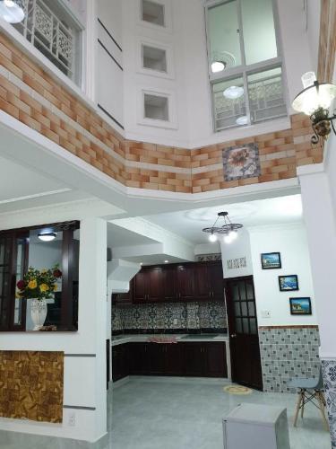 Bán nhà hẻm Nguyễn Cửu Vân, kèm nội thất đầy đủ, sổ hồng chính chủ.