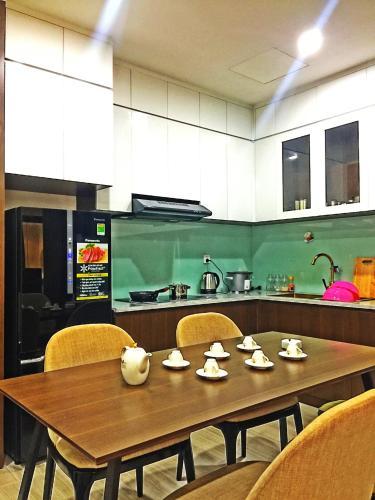 Phòng bếp căn hộ The Sun Avenue, Quận 2 Căn hộ The Sun Avenue đầy đủ nội thất cao cấp, view thoáng mát.