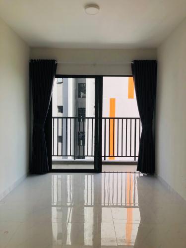 Phòng khách Safira Khang Điền, Quận 9 Căn hộ Safira Khang Điền tầng thấp, phòng ngủ lót sàn gỗ.
